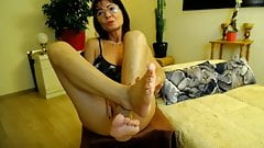 Lovely mature feet webcam