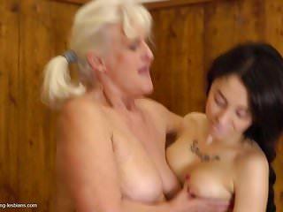 Big old granny seduce young dirty girl in bath