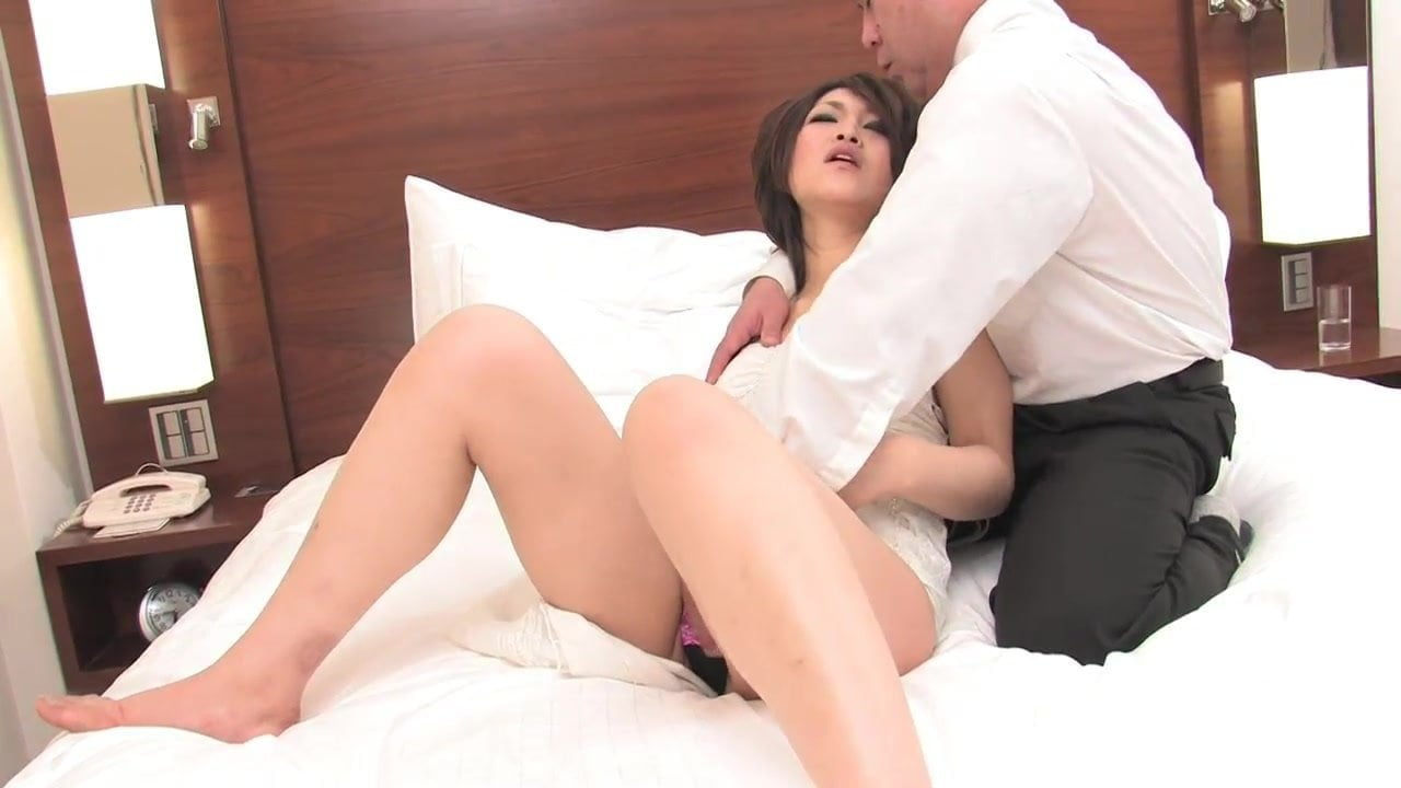 Free download & watch young slut gets her hairy pussy fucked abd creamed in bed         porn movies