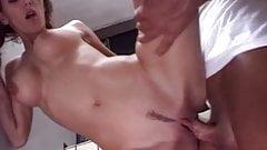 Geile Pipi-Sau anal gefickt