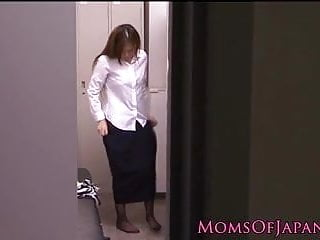 Download video bokep Gorgeous Yuna Shira japanese mom satisfies herself Mp4 terbaru