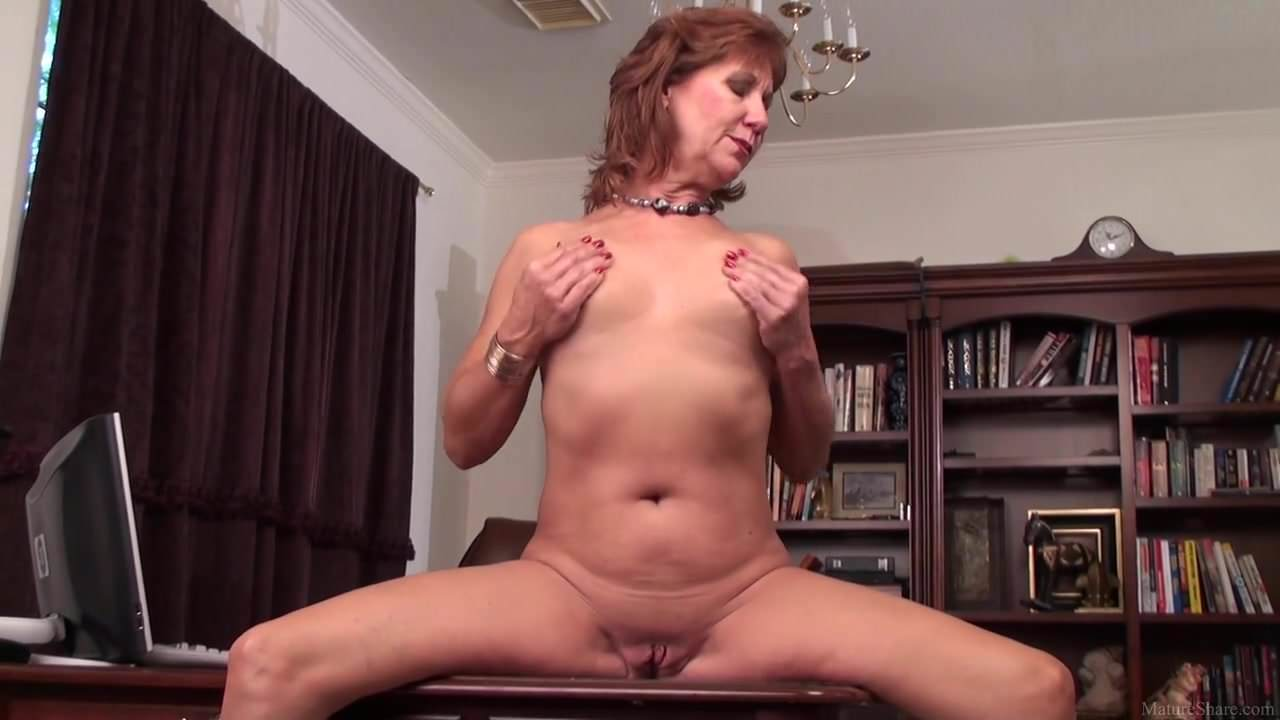 Mature Mom Brook Playing With Her Shaved Vagina On Hd-2827