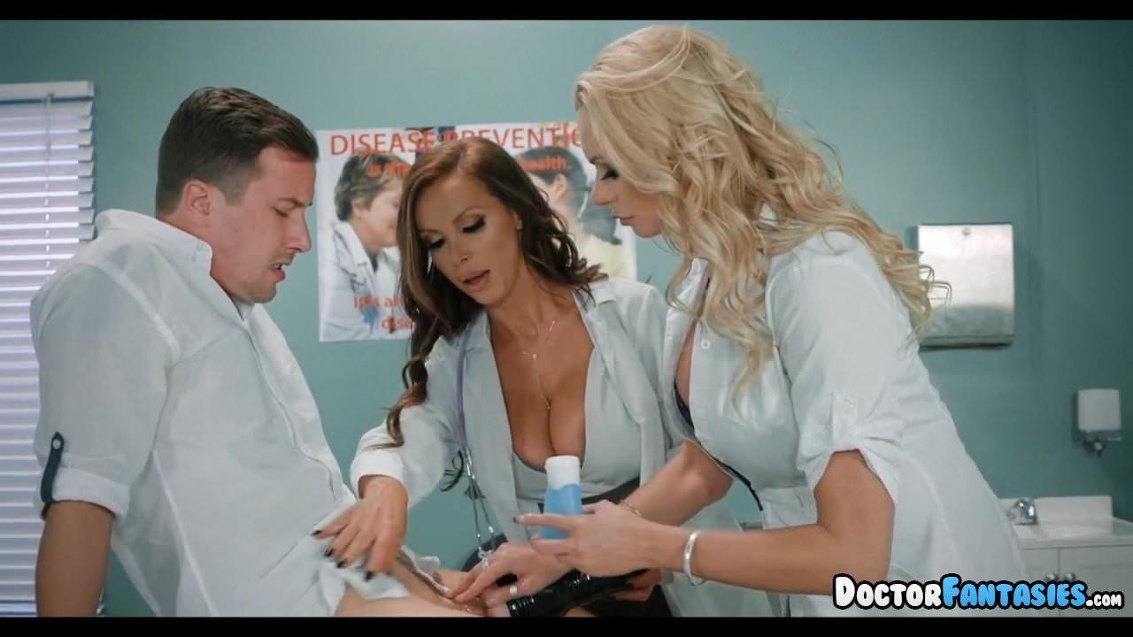 Horny male nurse enjoys seducing the drs patients