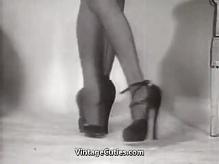 Erotic Dance of Old-school Hotties (1950s Vintage)