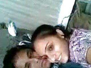 Download video bokep Gujju Couple in mood Mp4 terbaru