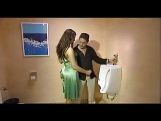 Erwischt - Handjob auf dem WC