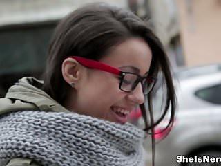 XXX Nerd: Preciosa Estudiante Cogiendo - Izi Ashley