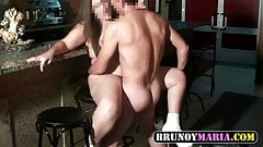 brunoymaria la camarera se folla al repartidor de bebidas