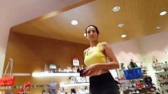 Candid voyeur milf legging and yellow top shopping hot