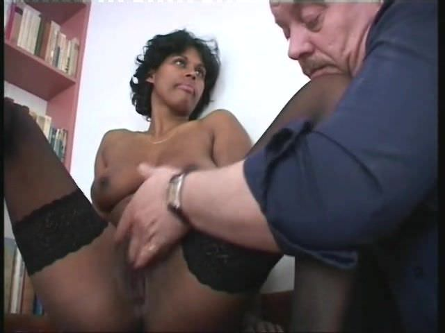 Maja Rhani sucks tiny dick