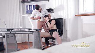 Geile Sau wird von Ihrem Chef gefickt