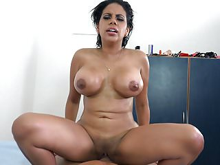 Venezuelan curvy latina Kesha Ortega works on a big dick