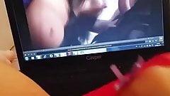 Porno izleyerek kendini parmakliyor