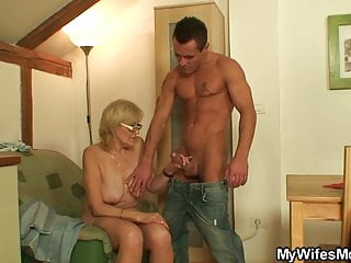 Download video bokep My girlfriends old mom is so horny! Mp4 terbaru