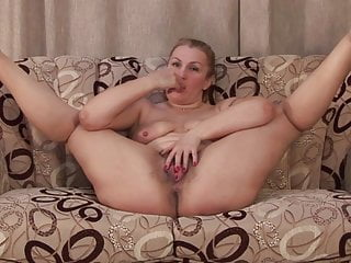Hot amateur mature mom and wife feeding her old cunt