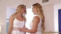 Gorgeous stepmom seduces teen beauty