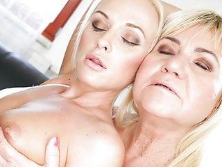 Vinna Reed and grandma Pam Pink lick assholes