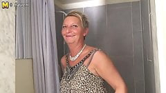Amateur granny with elastic body needs a good fuck