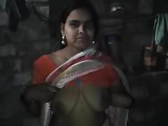 Desi north Bhabhi ji Bouncing BigBoobs Secretly shows Devar