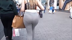Glorious wiggly ass on this cute blonde