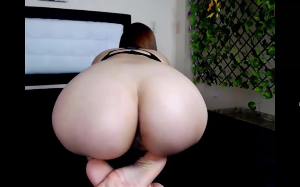 FAT BOOTY LATINA TWERKS SLOWLY ON DICK