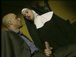 disfrazada de monja