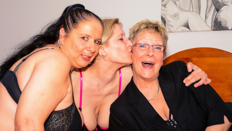 Letsdoeit - Mature Lesbian Sex With Hot German Grannies Fr-3990