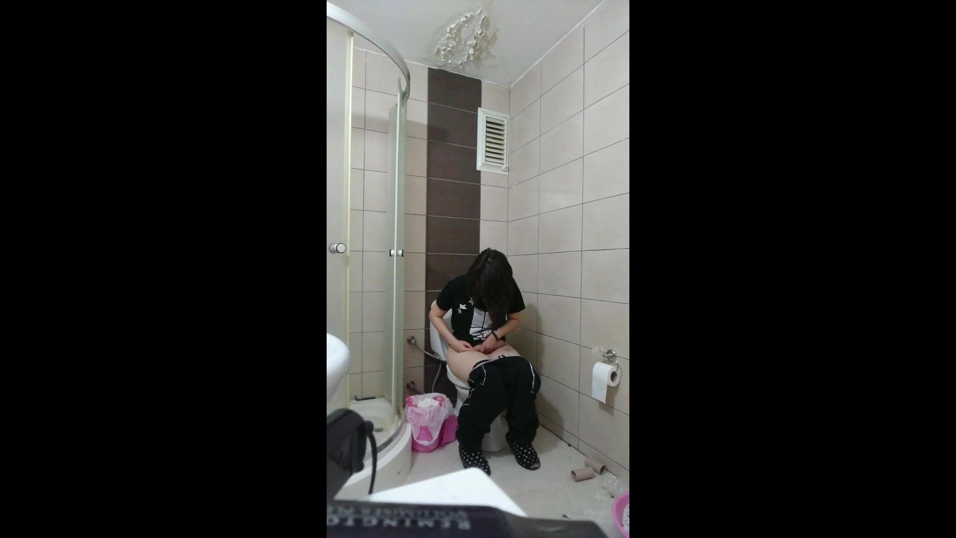 Bu da tuvalette gizli sevenlere (Rest room hidden cam)