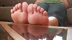 Beautiful Latina-Feet In Flip-Flops And Bare
