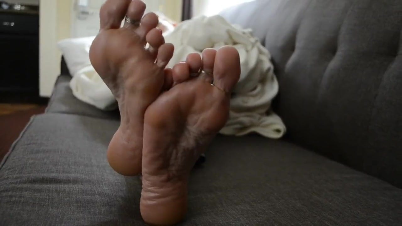 Friend's mom has perfect feet