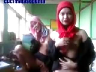 Download video bokep less bertudung nakal (1) Mp4 terbaru