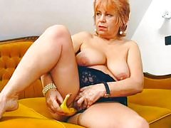 Chubby mature stuffed a banana inside her pussy's Thumb