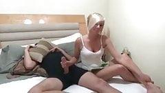 Príťažlivé MILFka sex príbehy
