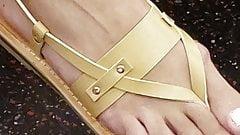 Candid pretty latina lady feet