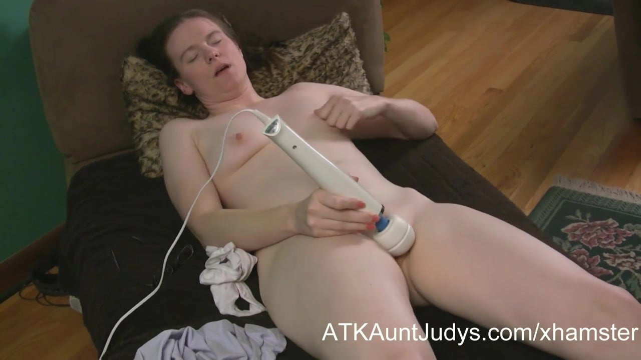 Mature Gamer Nerd Masturbates Her Shaved Pussy On-6585