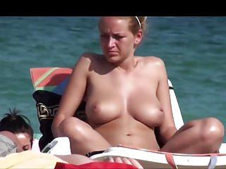 NICE BOOBS ON THE BEACH (Part 1)