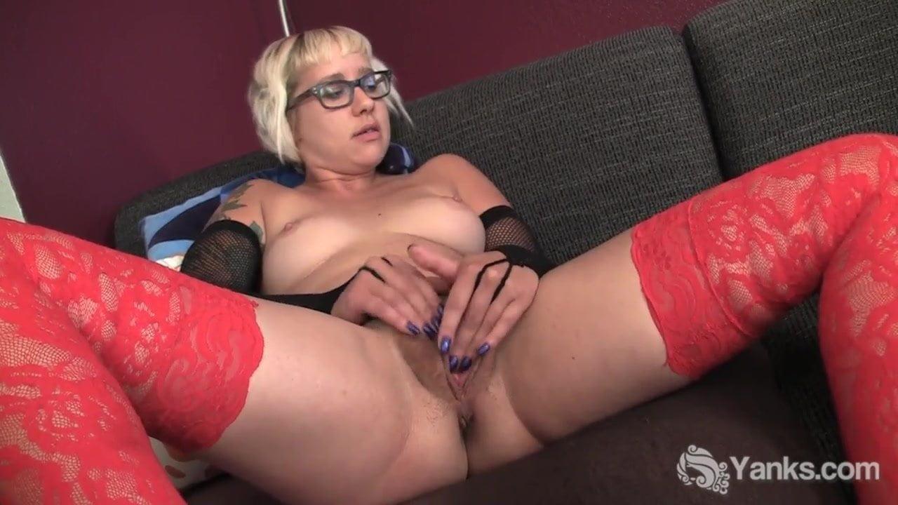 Small jugged milf zahra masturbating her slit
