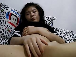 Video bokep online Shaved asian girl spread pussy 3gp