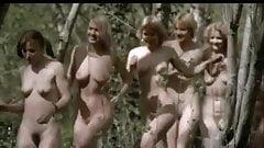 corriendo desnudas bajo el sol