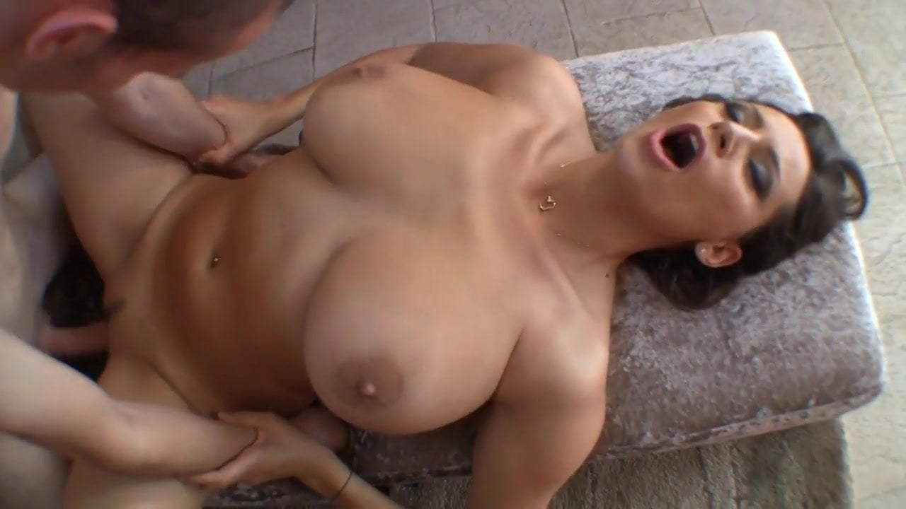 Big boobs missionary style sex — pic 2