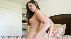 Brittany Shae loves to show off her pussy