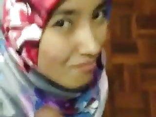 Download video bokep  Nikmat bila awek bagi blowjob sambil senyum Mp4 terbaru