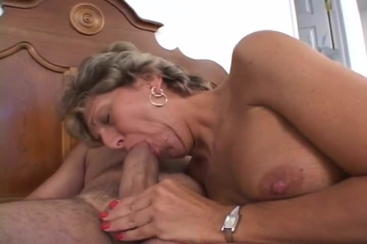 Mature women oozing orgasm while fucking