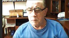 Abuelo me la muestra en webcam