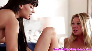 Cougar les seduces sapphic dyke babe