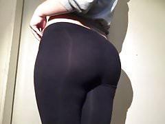 19yr old pawg stuffed in her black leggings