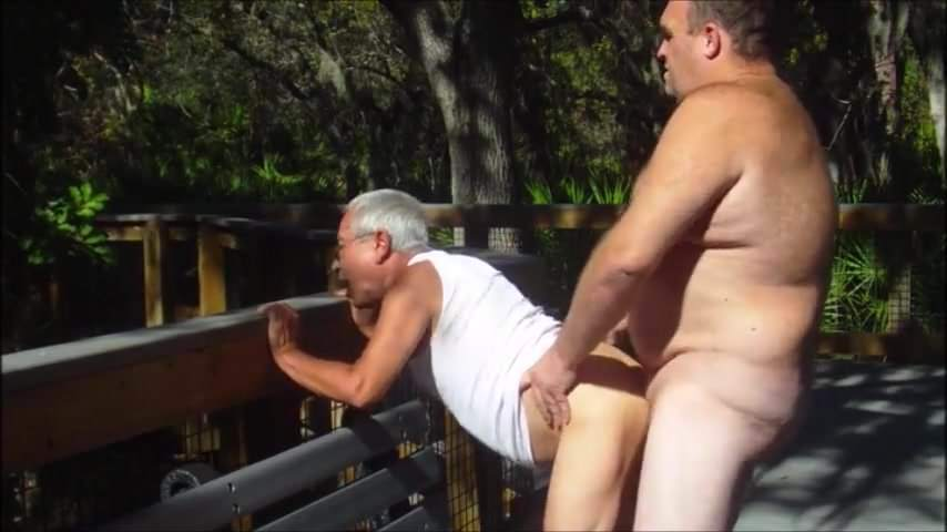 Mature bear fucked by chaser outdoor