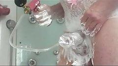 astiquage complet du penis dans la douche