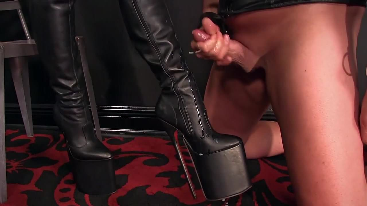 Free download & watch femdomlady boots licker and cumshot         porn movies