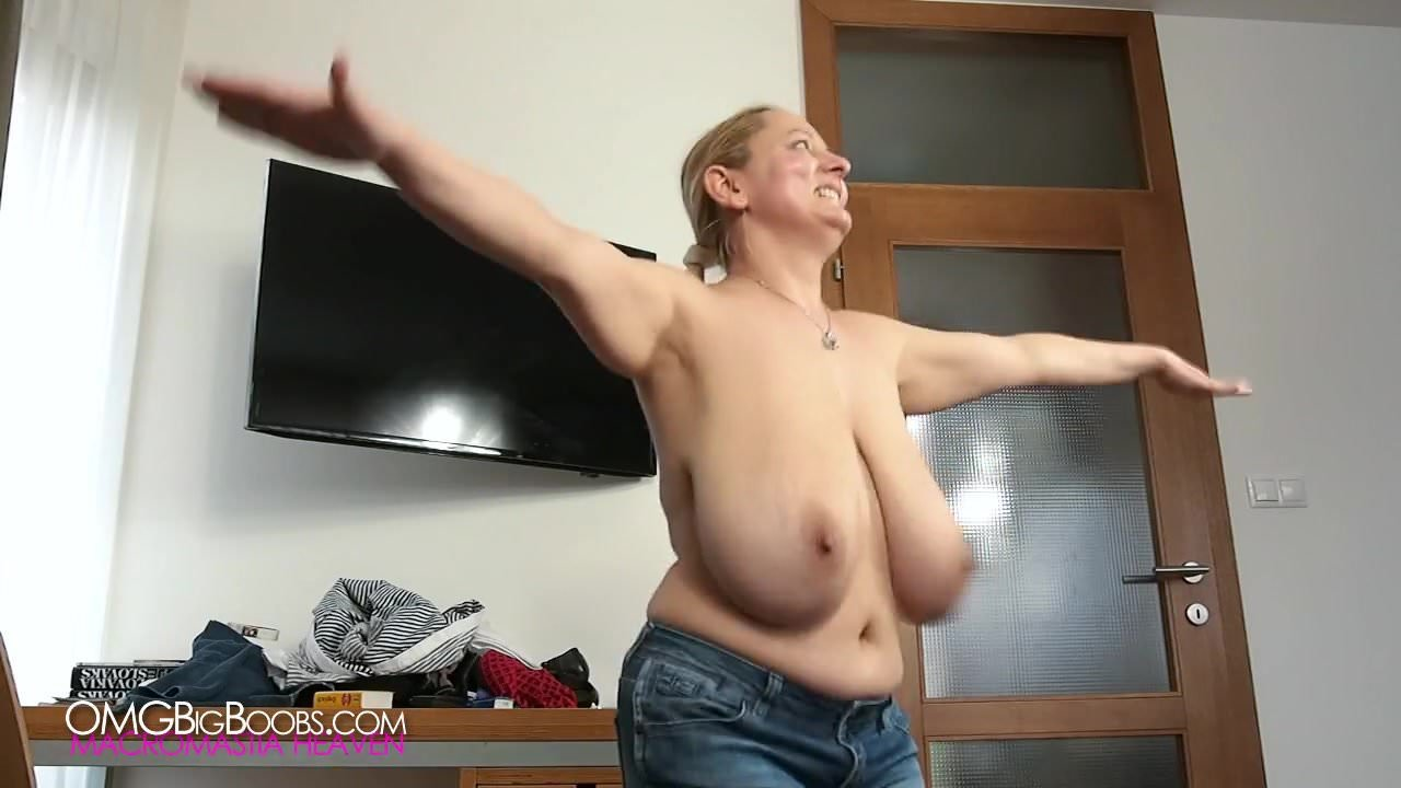 Jumping swinging pendulous tits